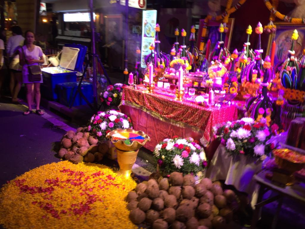 色とりどりに光り輝く祭壇 その1
