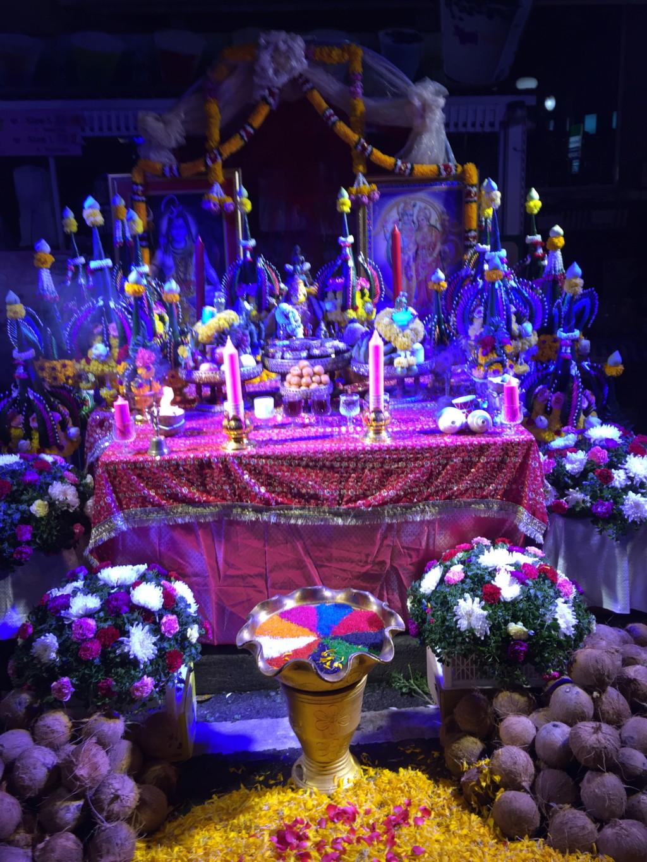 色とりどりに光り輝く祭壇 その3