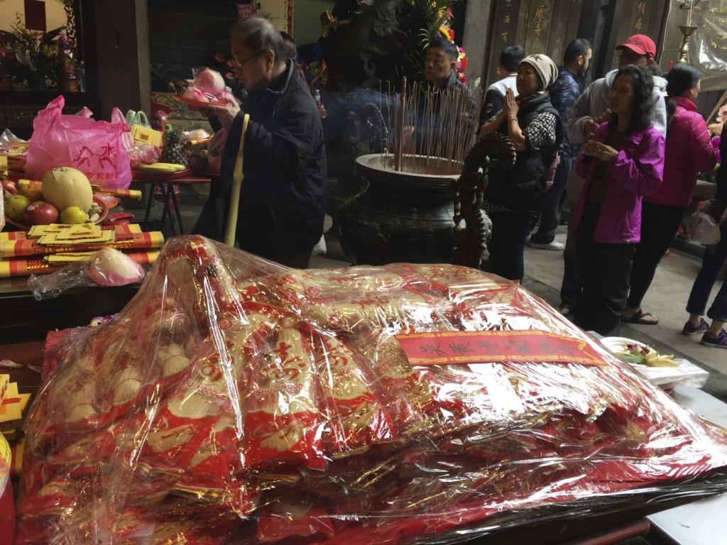 カメと麺による、「長寿」のシンボル(青山宮)