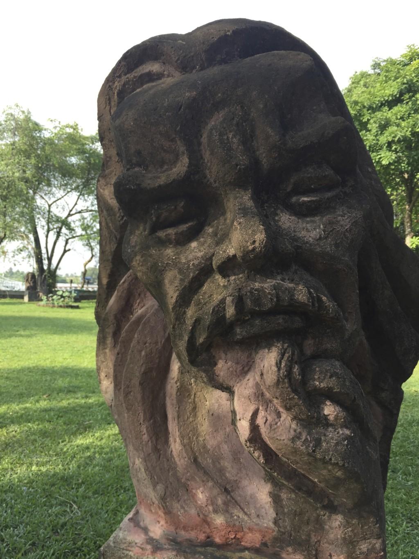 Bình Quới Tourist Village 公園、モアイ像っぽい巨顔オブジェ