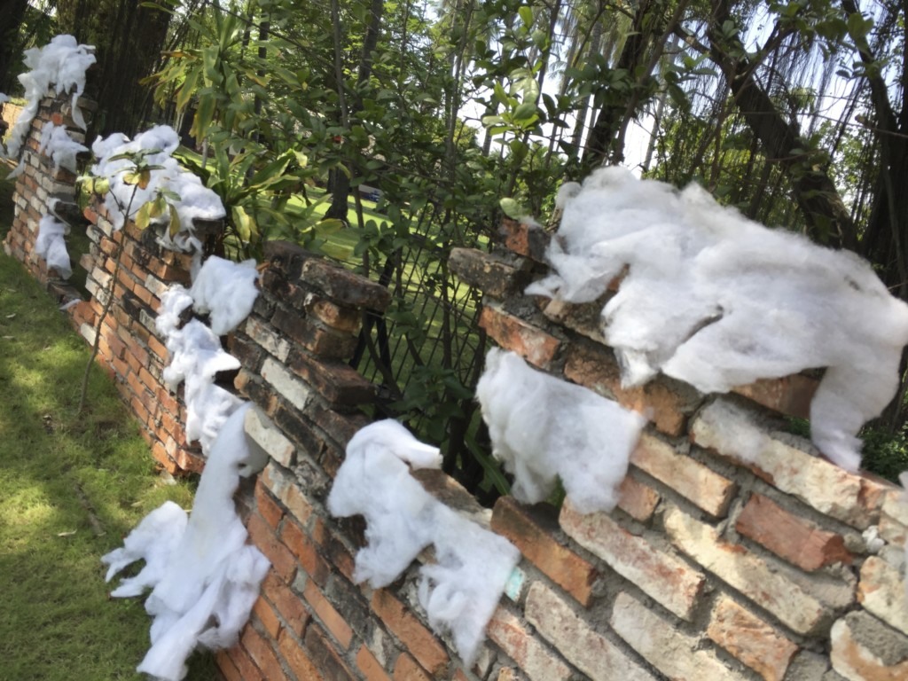 常夏ホーチミンで「雪」を演出する、綿