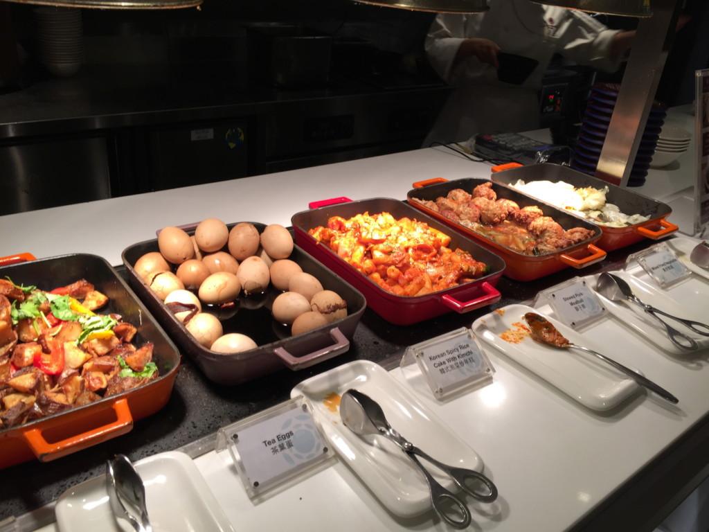 単品料理5種類は、ビュッフェ方式で提供されている