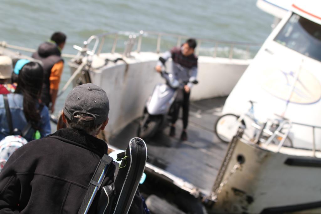 「八里」には、よい釣りスポットがあるのだろうか。釣り人の姿も