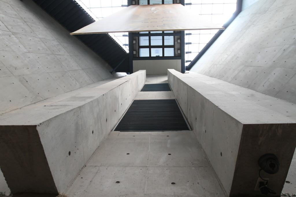 博物館の内観。現代的な印象のデザイン