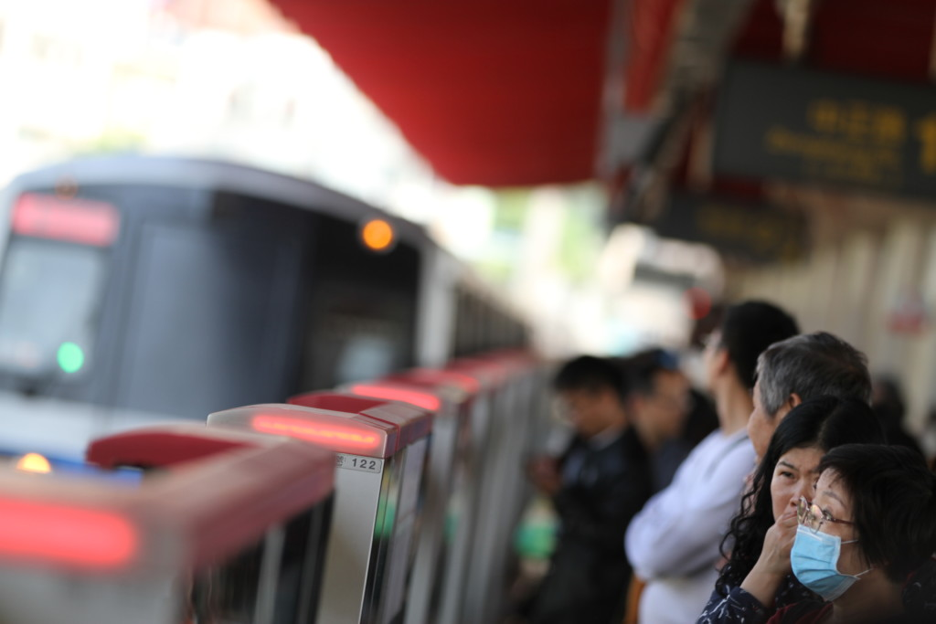 MRTに乗って向かうは北投