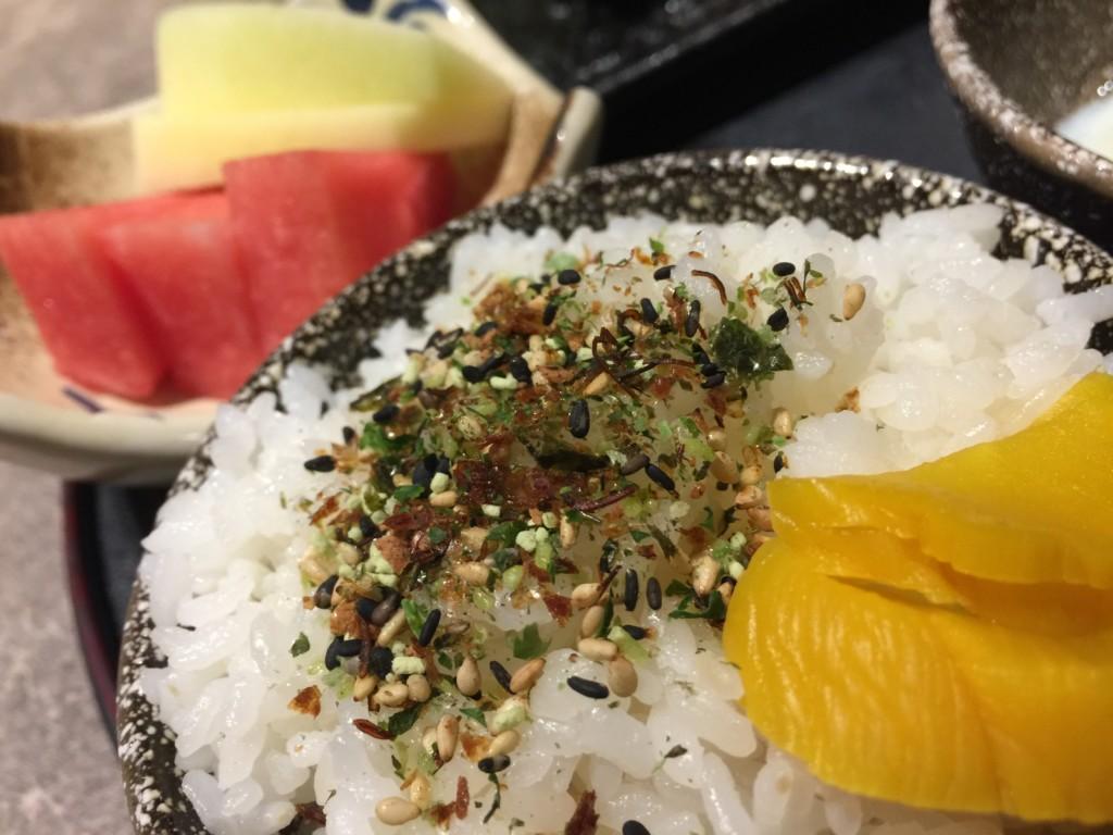 口に運んで「わさび」の味がひろがり、日本への「望郷の念」が強まる