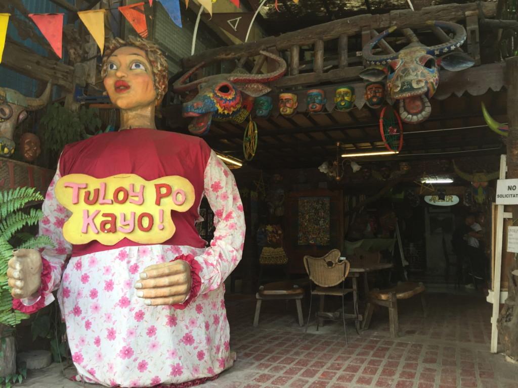巨大な紙人形