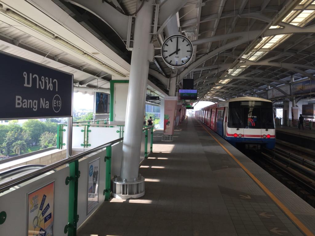 BTSスクンビット線のバンナー(Bang Na)駅、プラットフォーム