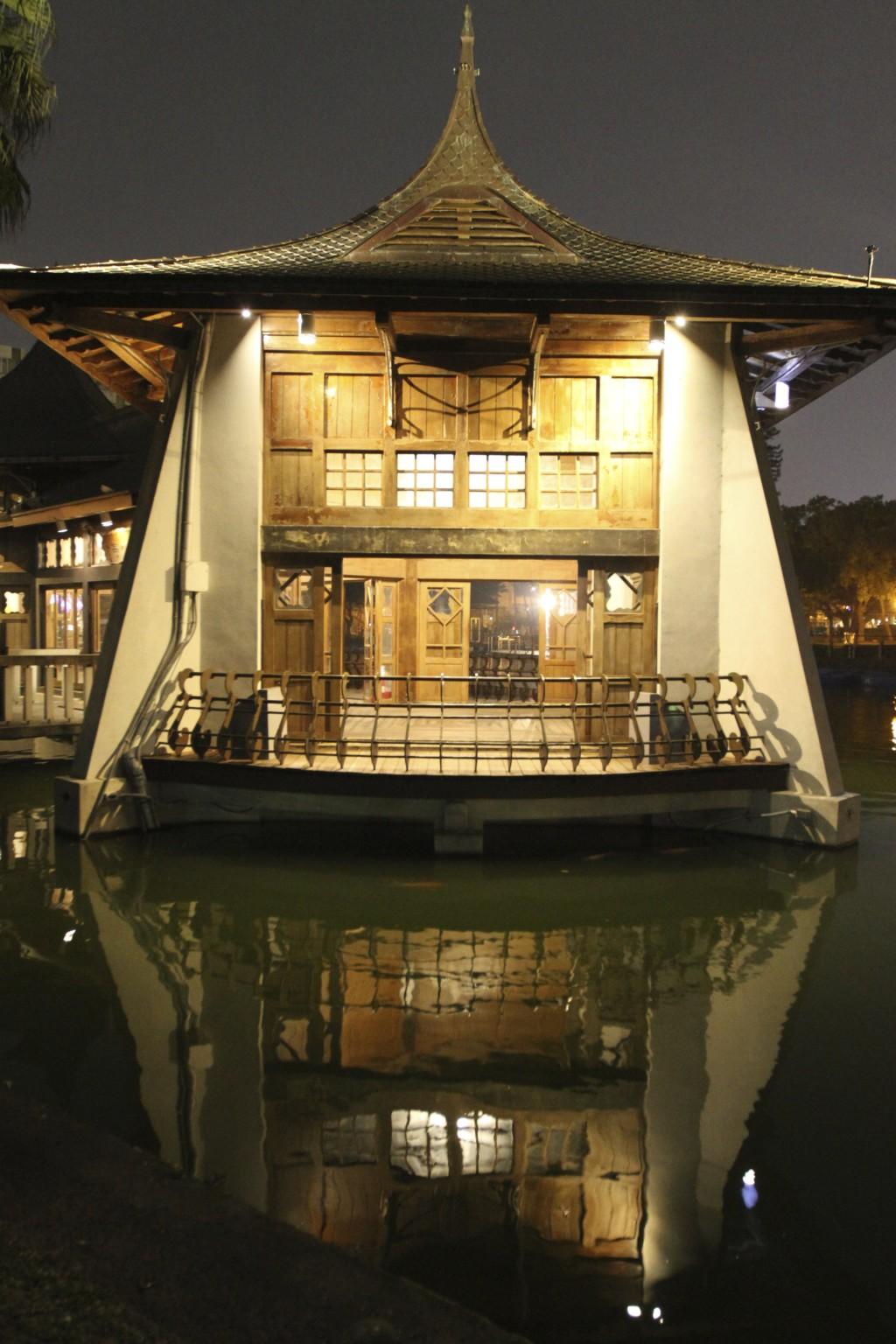 夜の「湖心亭」