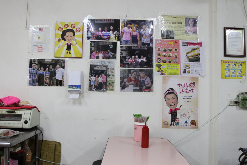 店の壁には、有名人も訪問したことを紹介する切り抜きが展示されている