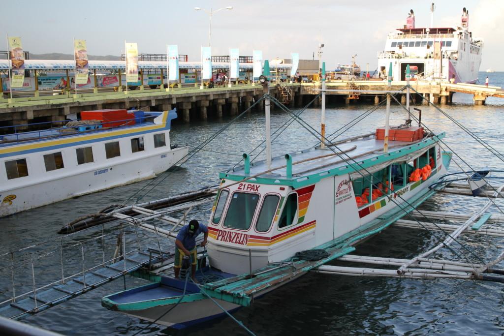 フィリピンに来たら乗ってみよう「バンカーボート」