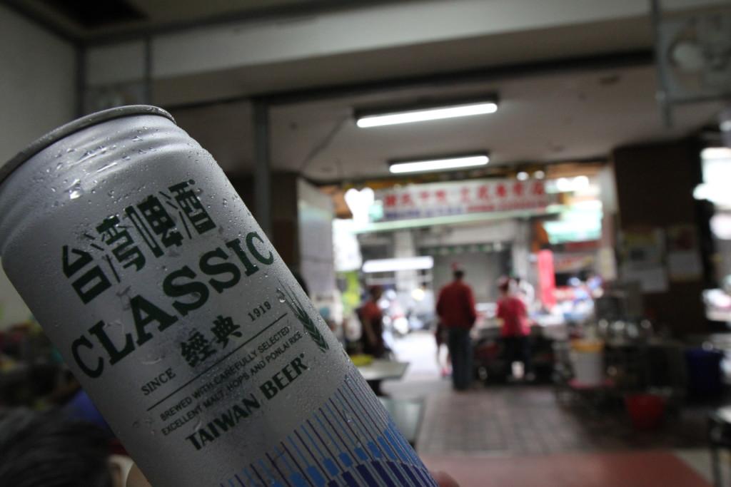 台湾旅行中は、朝昼晩、時間帯とわず、飲んだくれているアジ吉