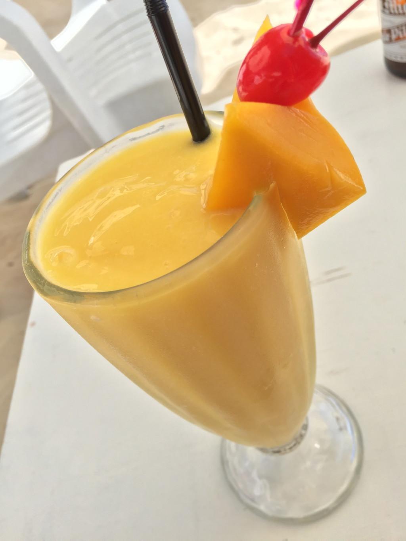 マンゴージュース。もちろん果汁百%だ