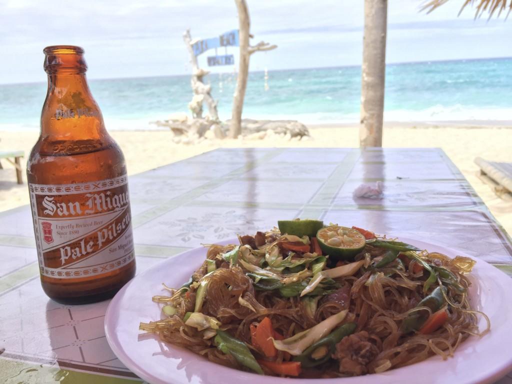 パンシット・ビーフン(フィリピン風の、春雨をつかった焼きそば)は、ビールによく合う
