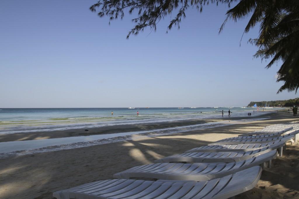 朝の時間帯、まだ日差しも柔らかく、ウォーキングもよし、ビーチで眠るもよし