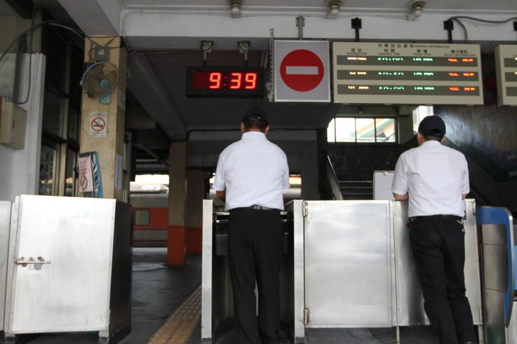 次の列車が来るまで、束の間のひと休み