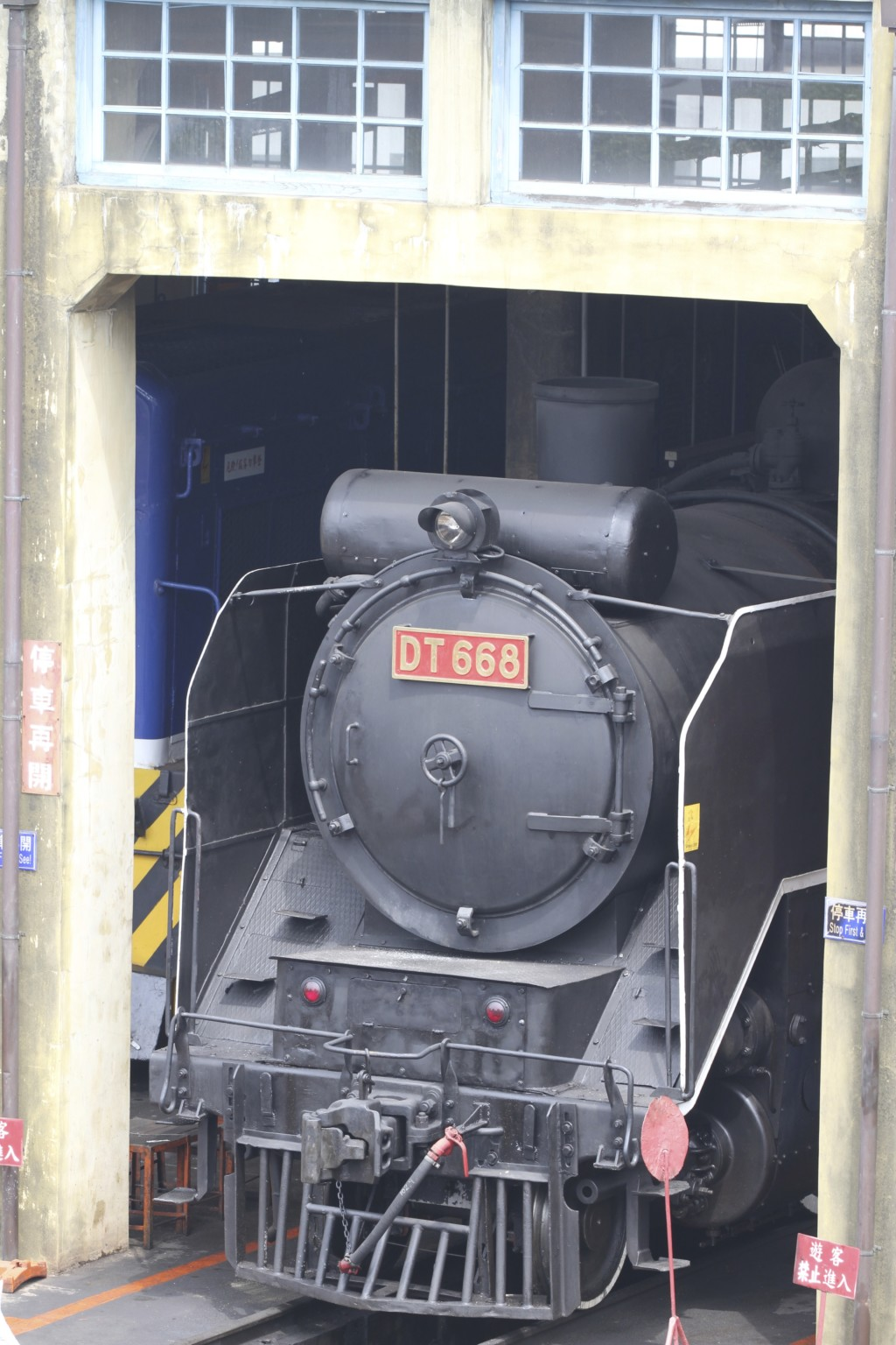 蒸気機関車(DT668)