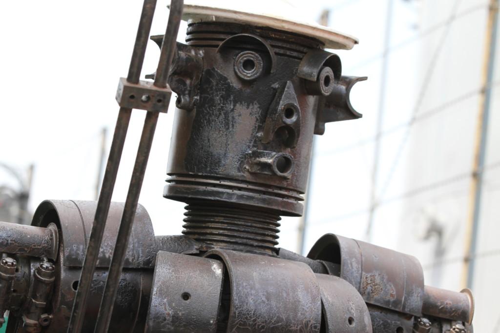 電車の部品で作ったと思われるロボットも……