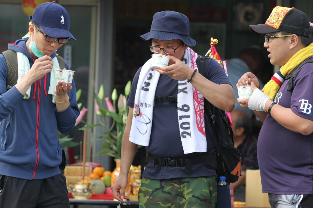 「大甲媽祖巡行」パレードは長期戦。腹ごしらえが重要