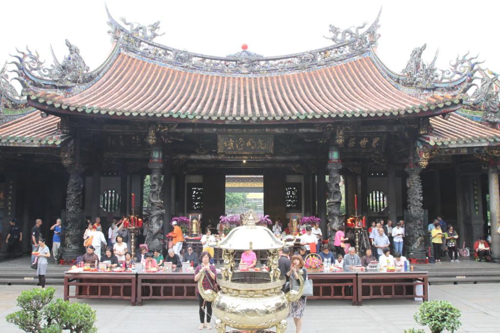 龍山寺 (注:こちらは台湾の写真)