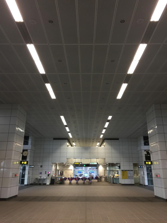 MRT「山鼻駅」の構内