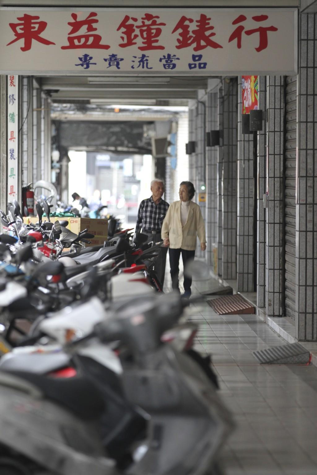 万華における軒下歩道「騎楼」の例(3)