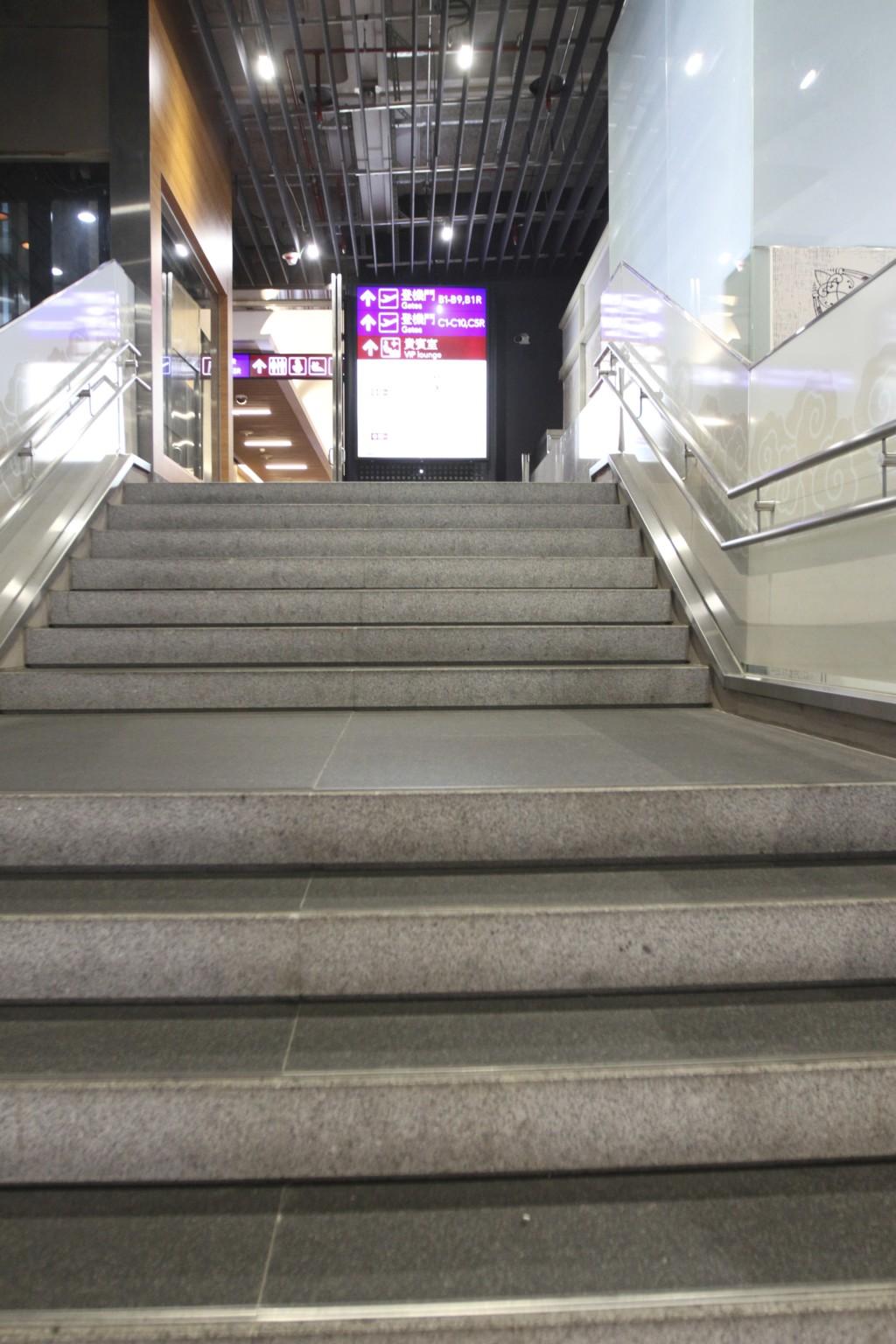 階段をあがる