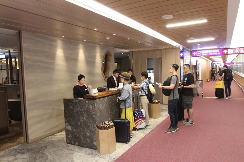 プラザ・プレミアム・ラウンジ(Plaza Premium Lounge)のカウンタ