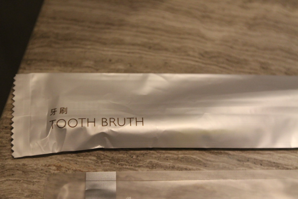 歯ブラシ(歯磨き粉チューブつき)