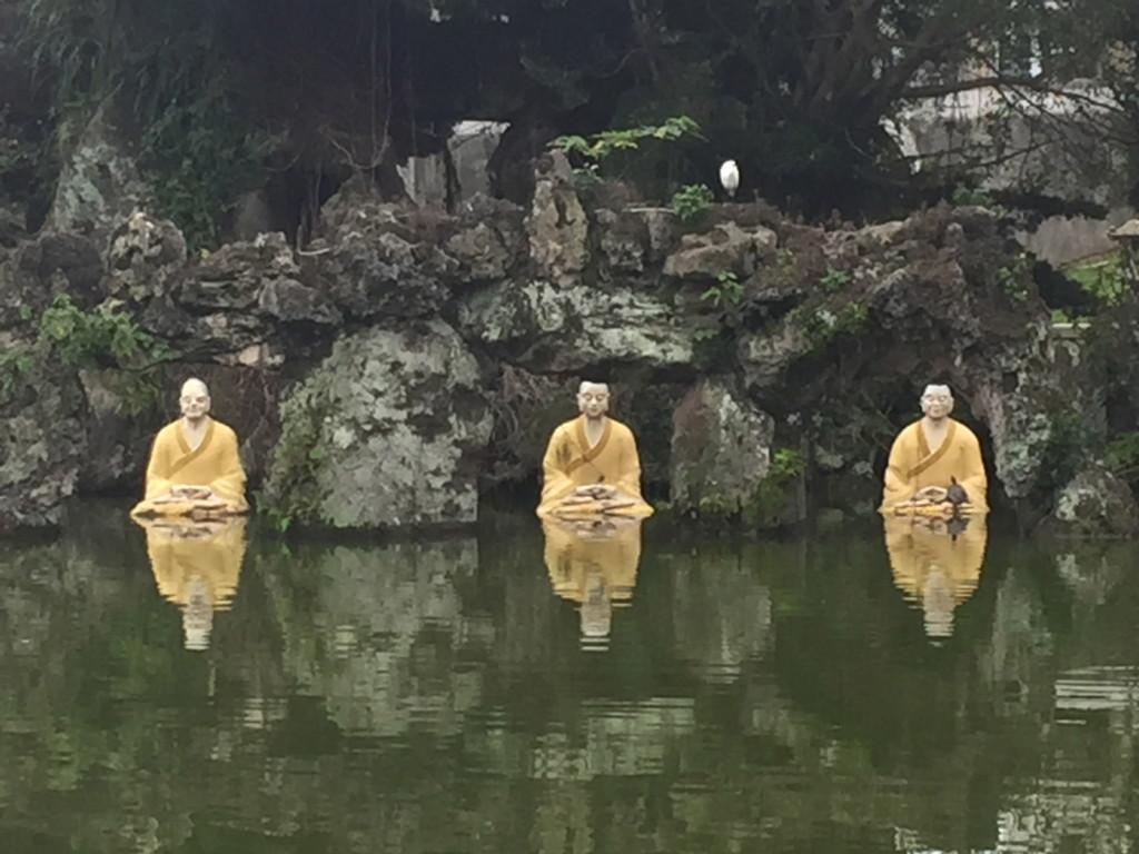 「修行中」の僧侶オブジェ