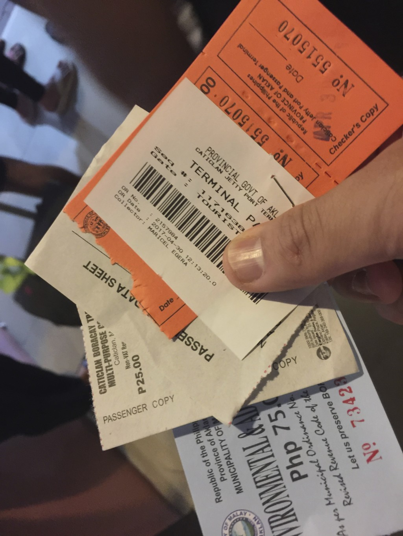 入島税、観光税といった、大量のチケットを購入させられる