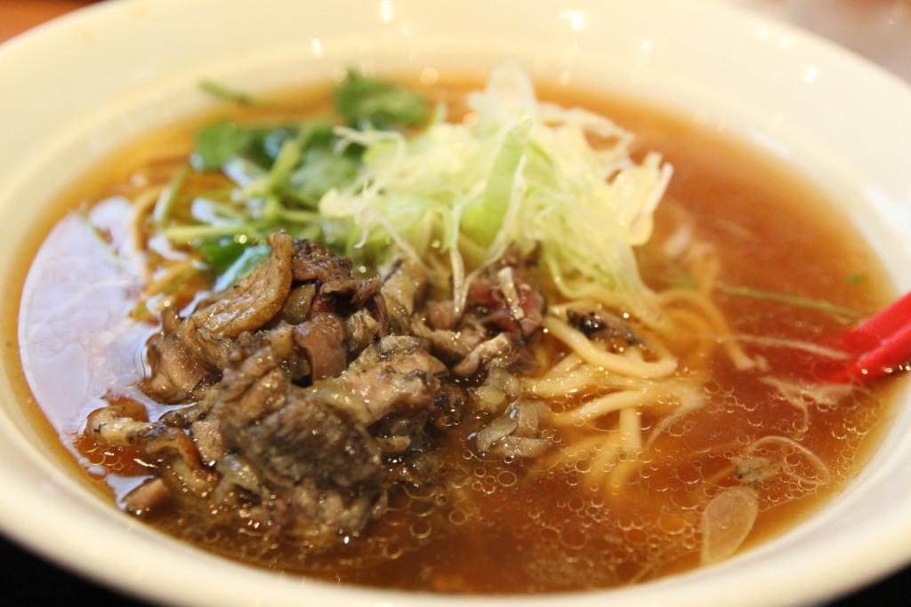 「炭鶏麺(しゃもめん)」をオーダー