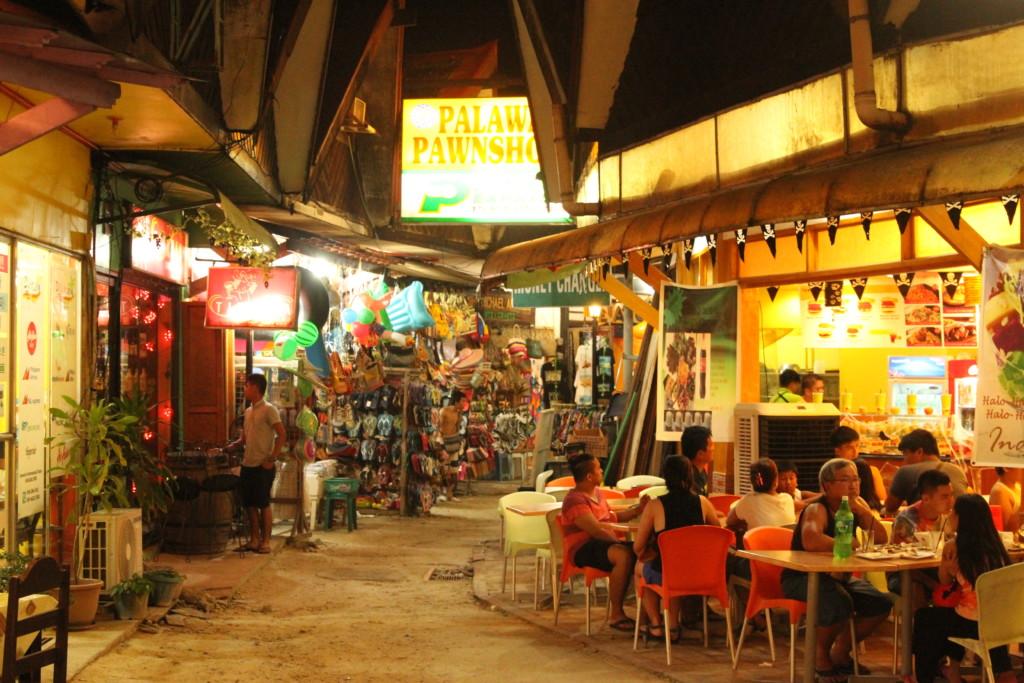 フィリピン料理屋で夕食するのは、ほとんどが、フィリピン人