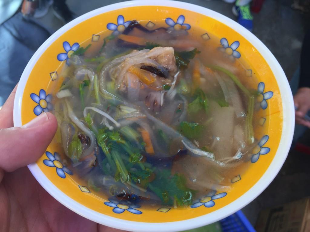 中華テイストのスープ麺