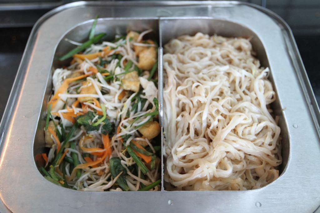野菜炒め、麺