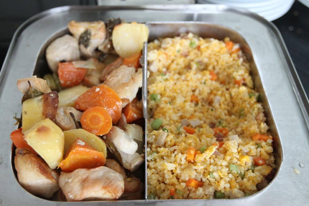 野菜と肉の煮物、チャーハン