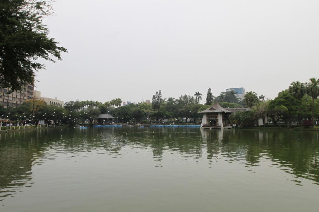 台中公園の真ん中には、湖が広がる