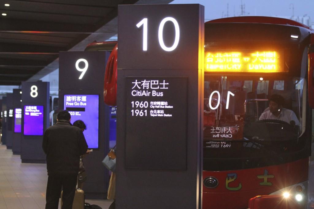 台北行きのバスへ