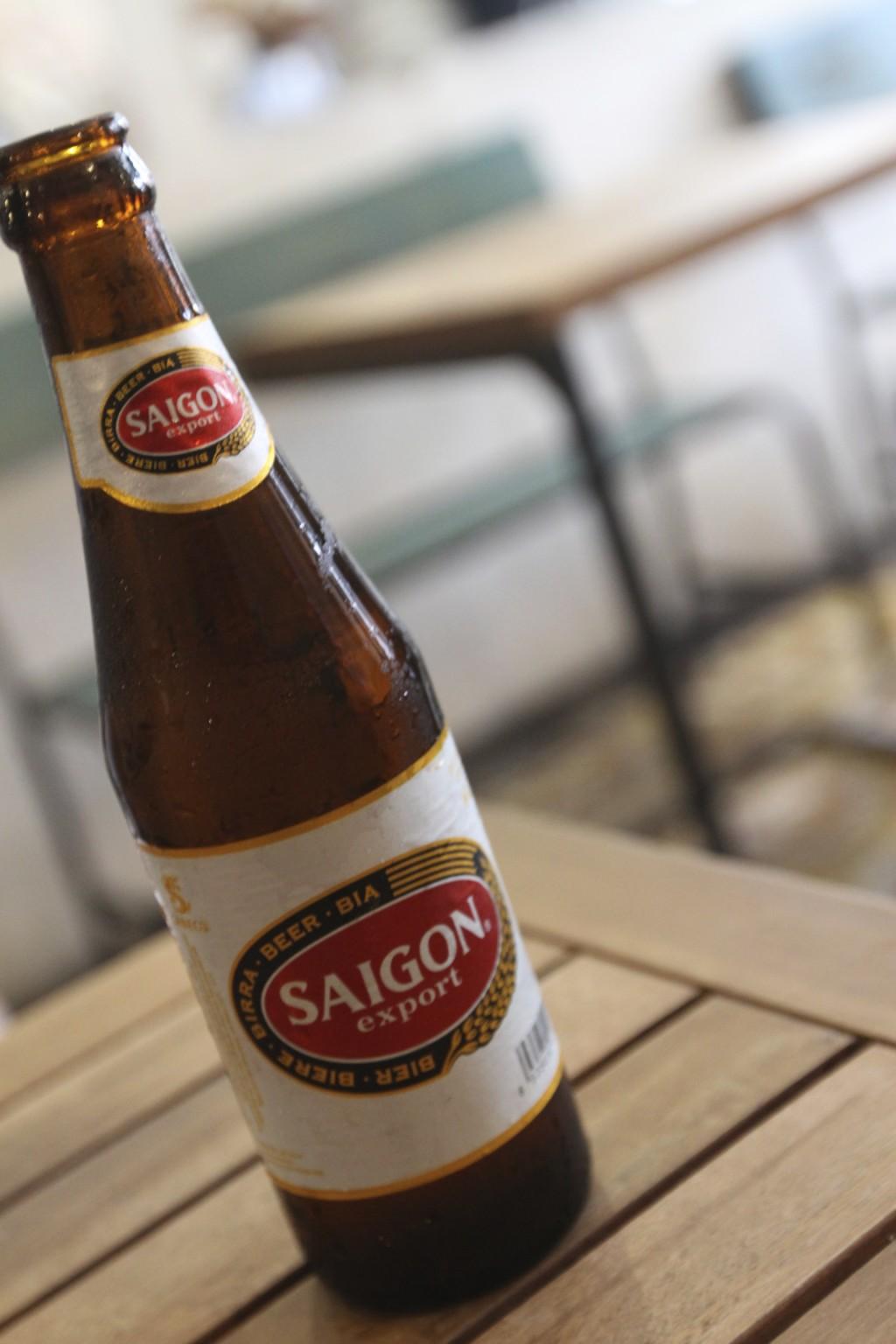 朝からサイゴンビールで乾杯