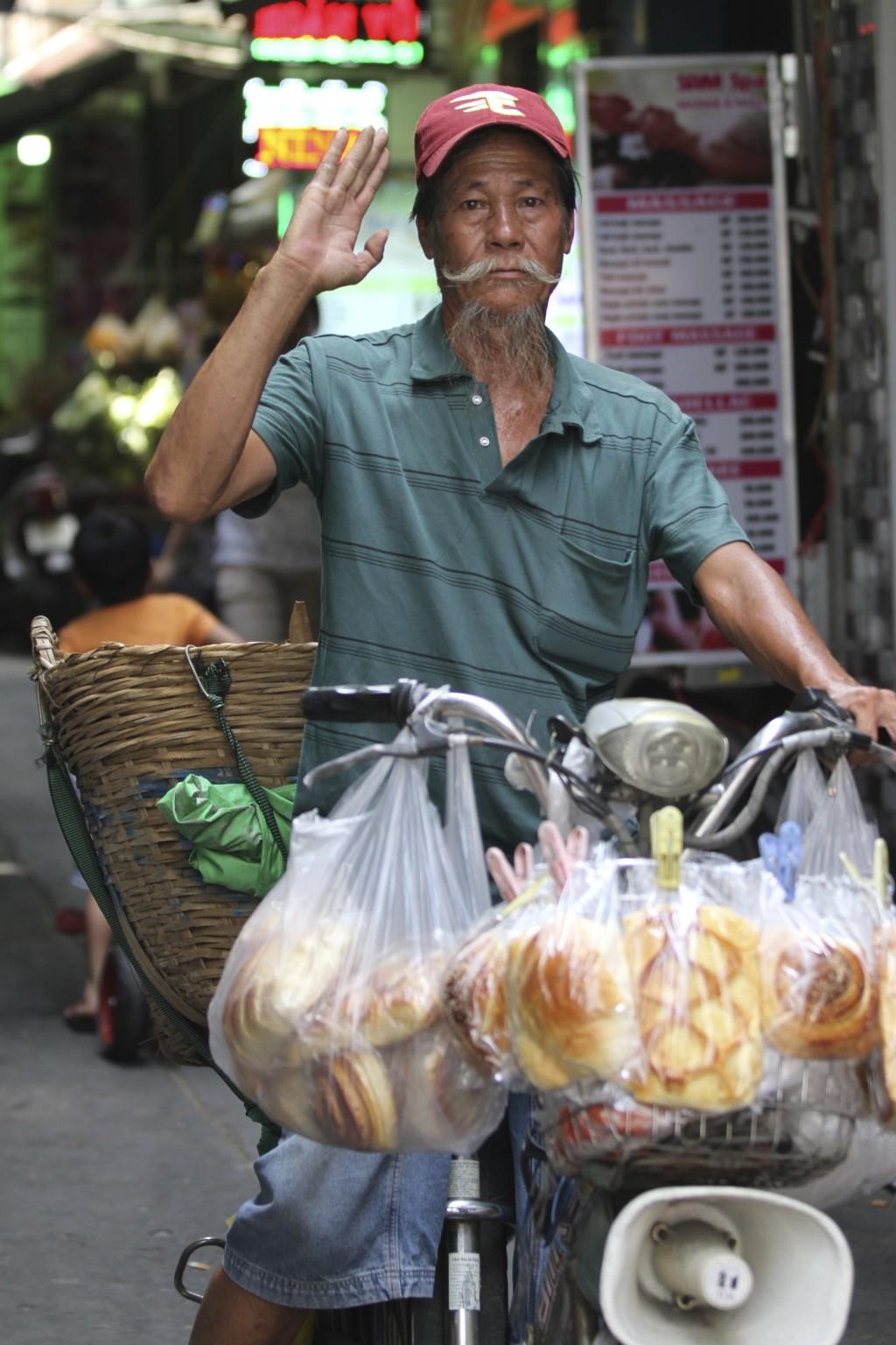 自転車でパンを売って回る