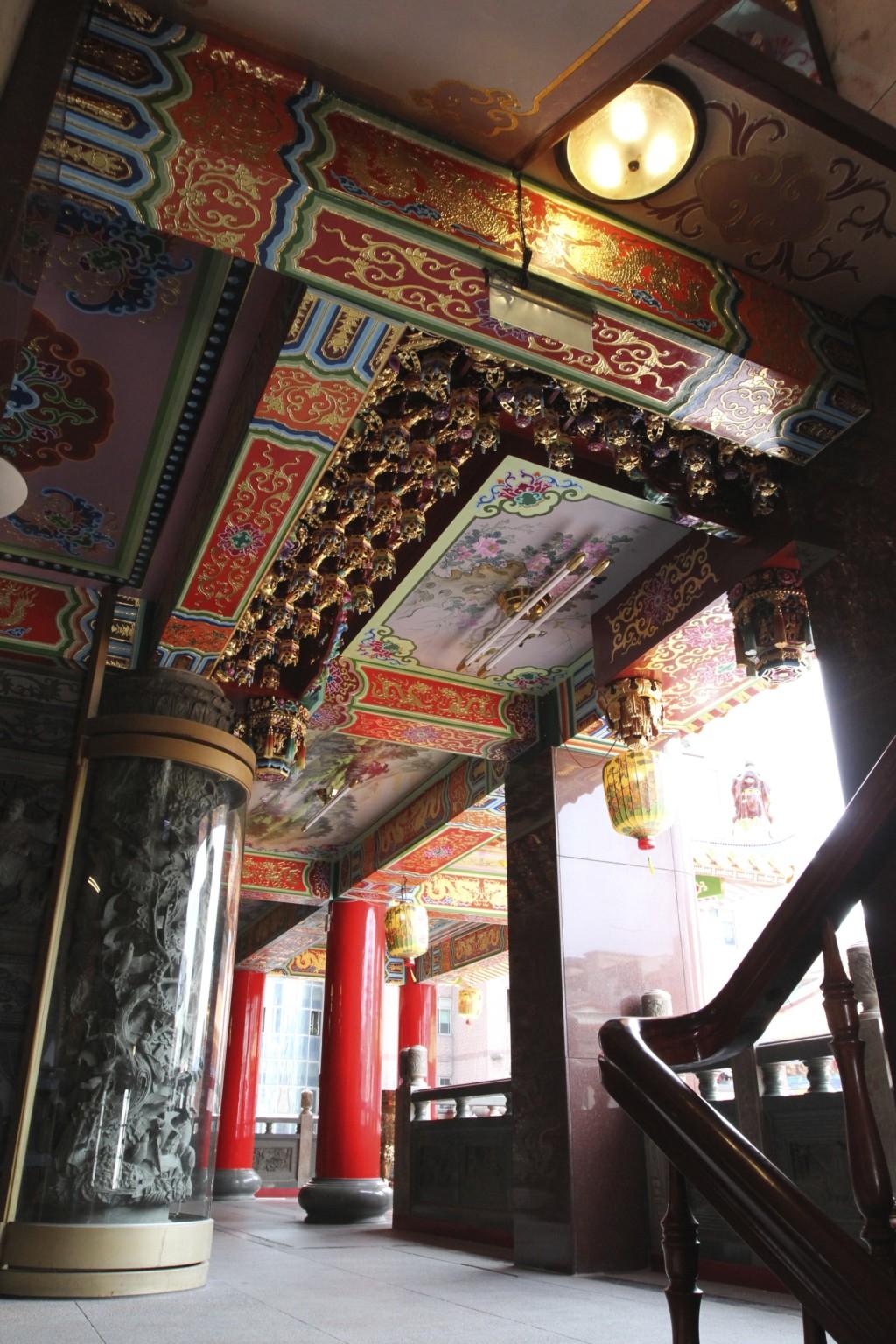松山慈祐宮には、階段のみ(エレベータなし)