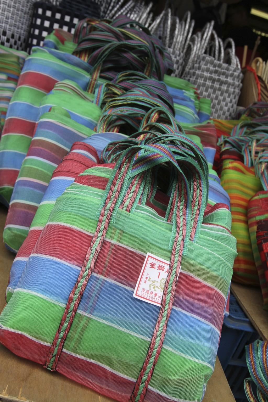 台湾人がよく使っている、「あの鞄」も売られている