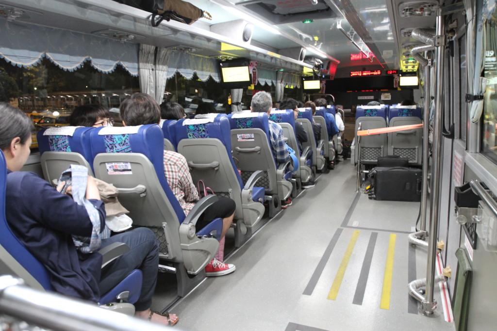 右半分は「車椅子スペース、荷物スペース」専用になっているのだろうか