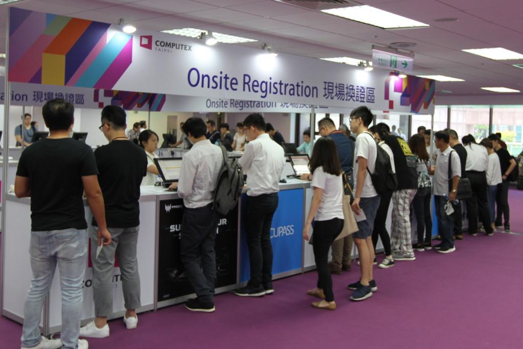 アポなし訪問の場合は「Onsite Registration」のブースへ