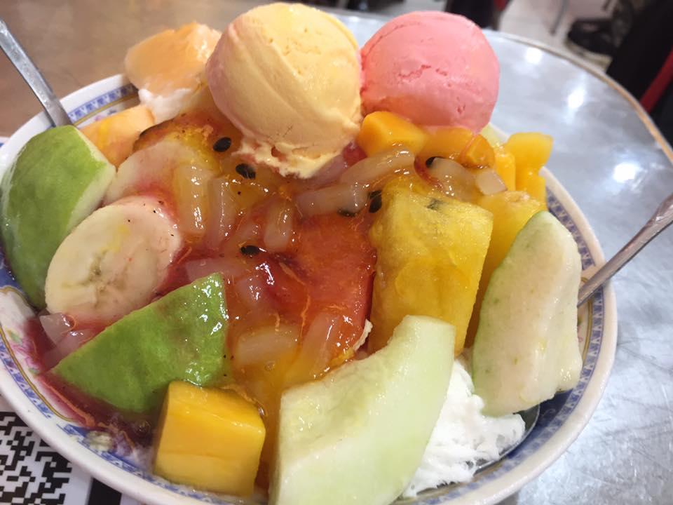 果物てんこ盛りの「スーパーかき氷」