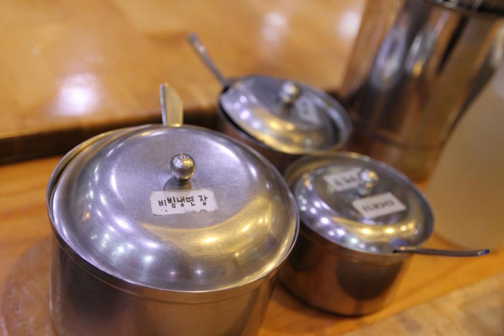 金属製の調味料容器
