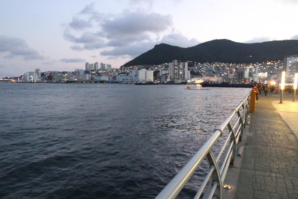 チャガルチ市場は港沿いにある、巨大な魚市場