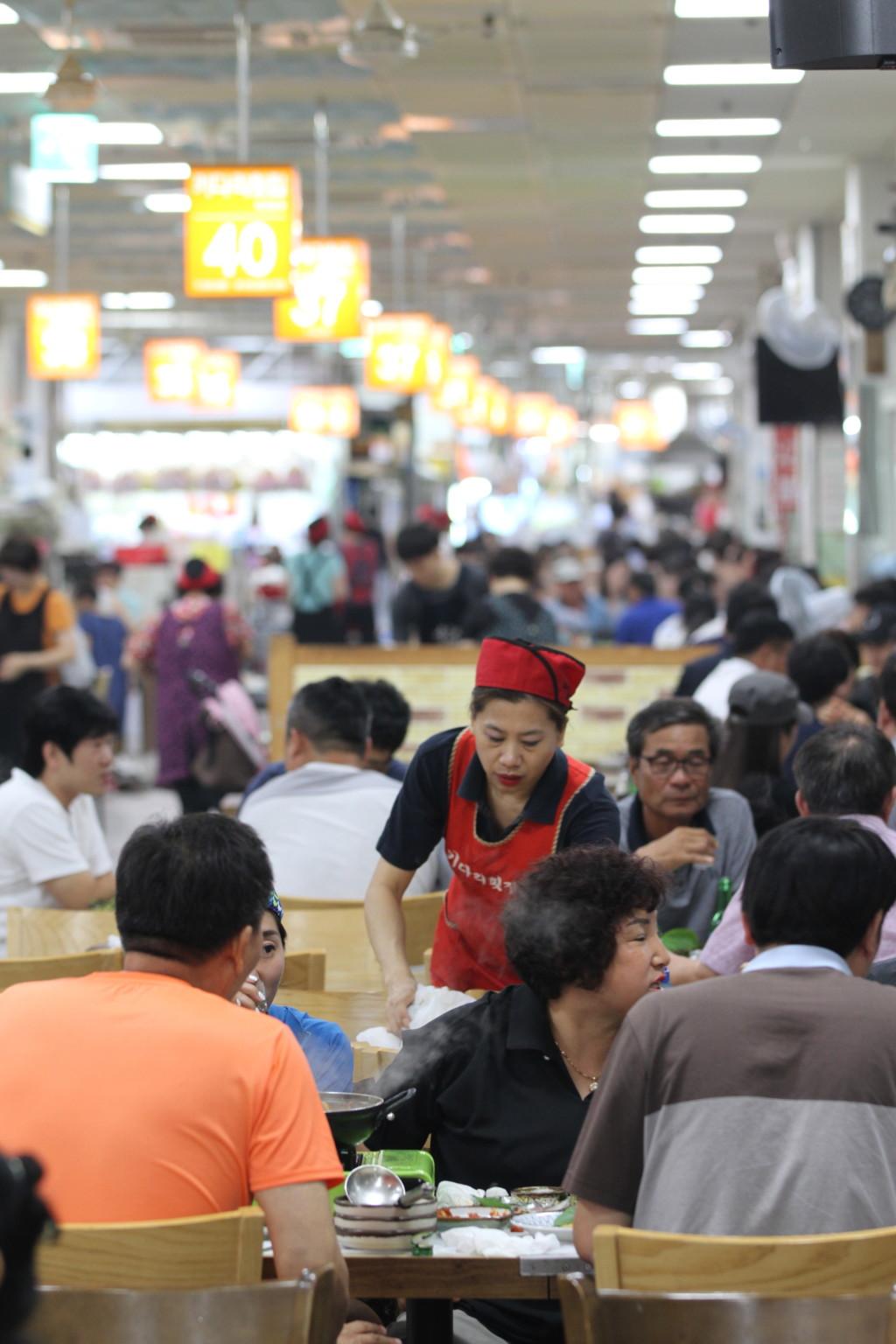 チャガルチ市場2階の飲食店エリア