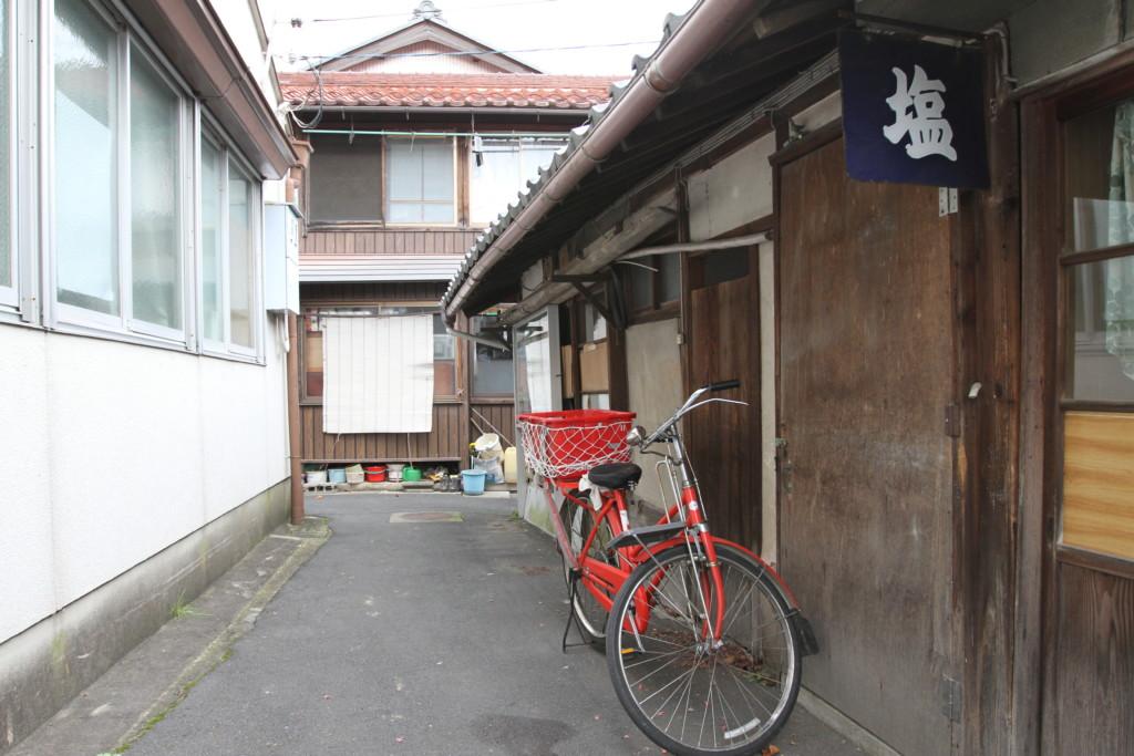 郵便配達の自転車