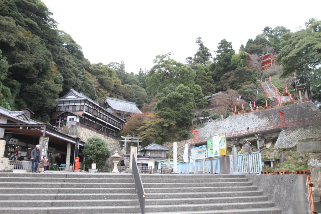 島内には神社が点在